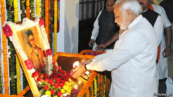 ModiWorshippingSavarkar